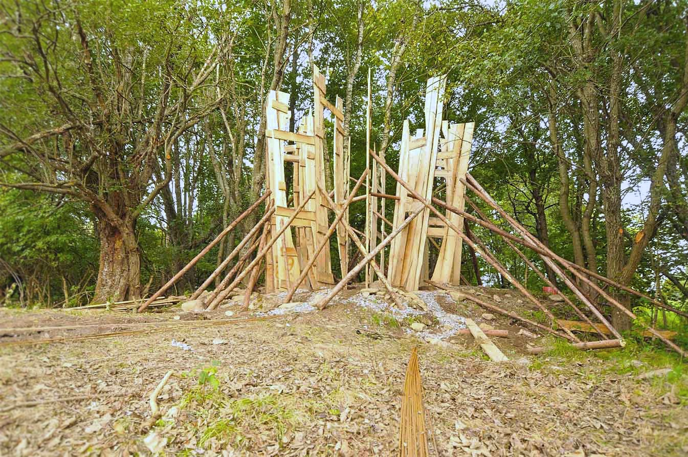 Kaplička Světla - základní kostra dřevěného bednění kapličky. Autor: Kurz architekti