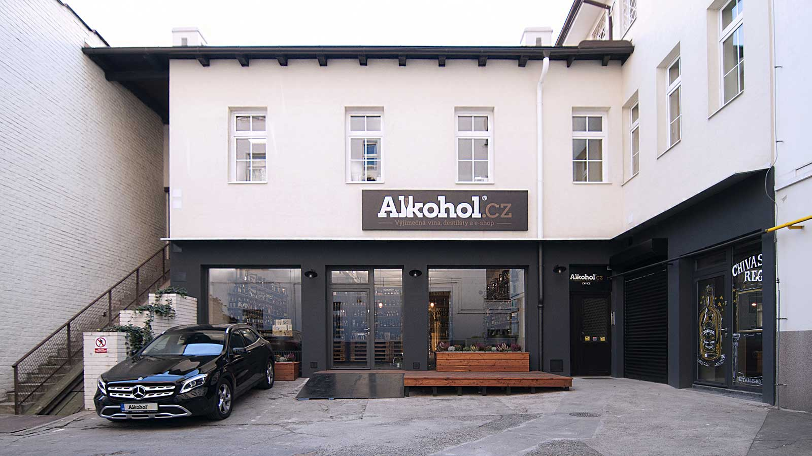Prodejna Alkohol.cz - exteriér - finalní podoba rekonsturkce. Autor: Kurz architekti