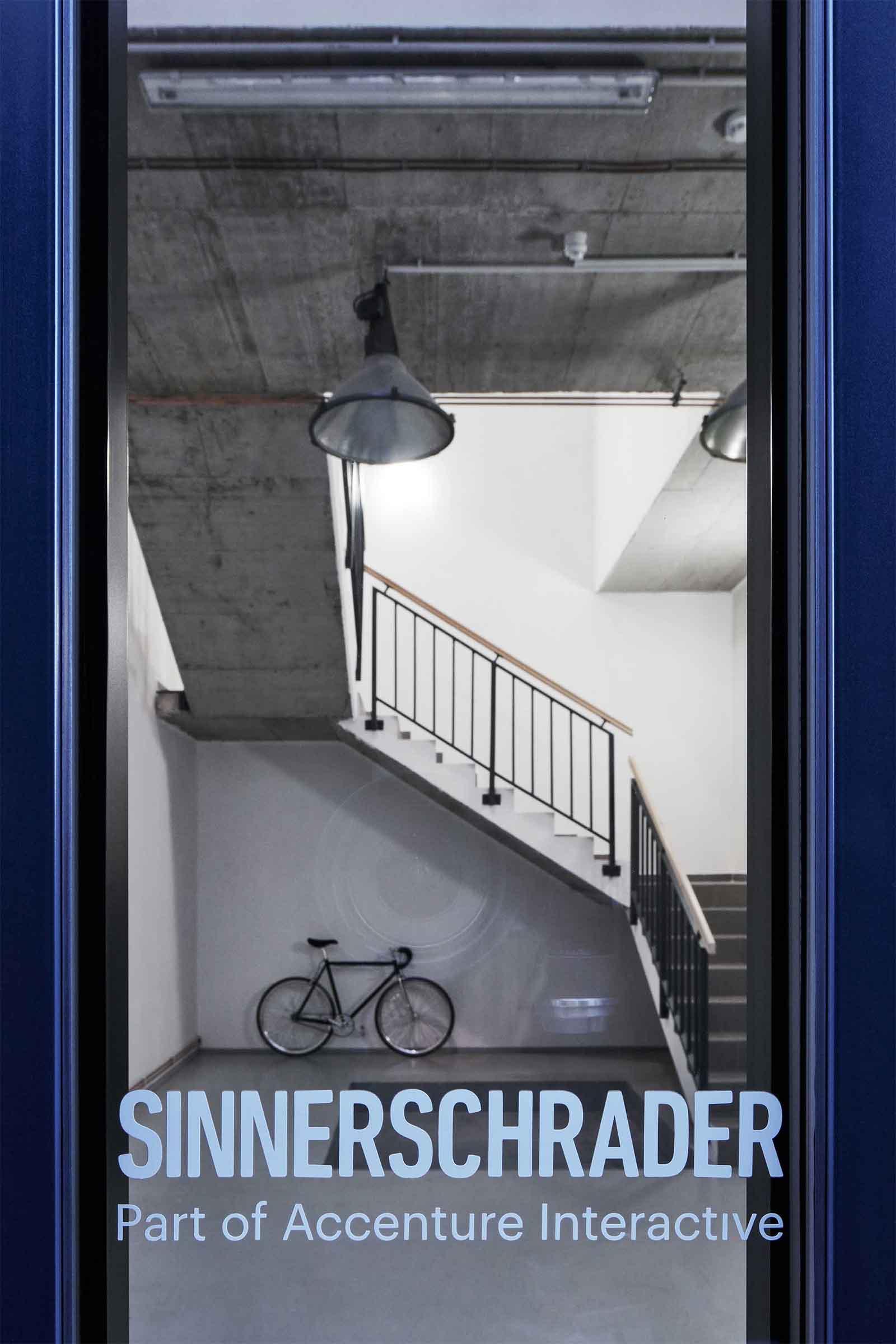 Kanceláře Sinnerschrader Praha - schodiště s plánovaným závěsným systémem na kola. Autor: Kurz architekti