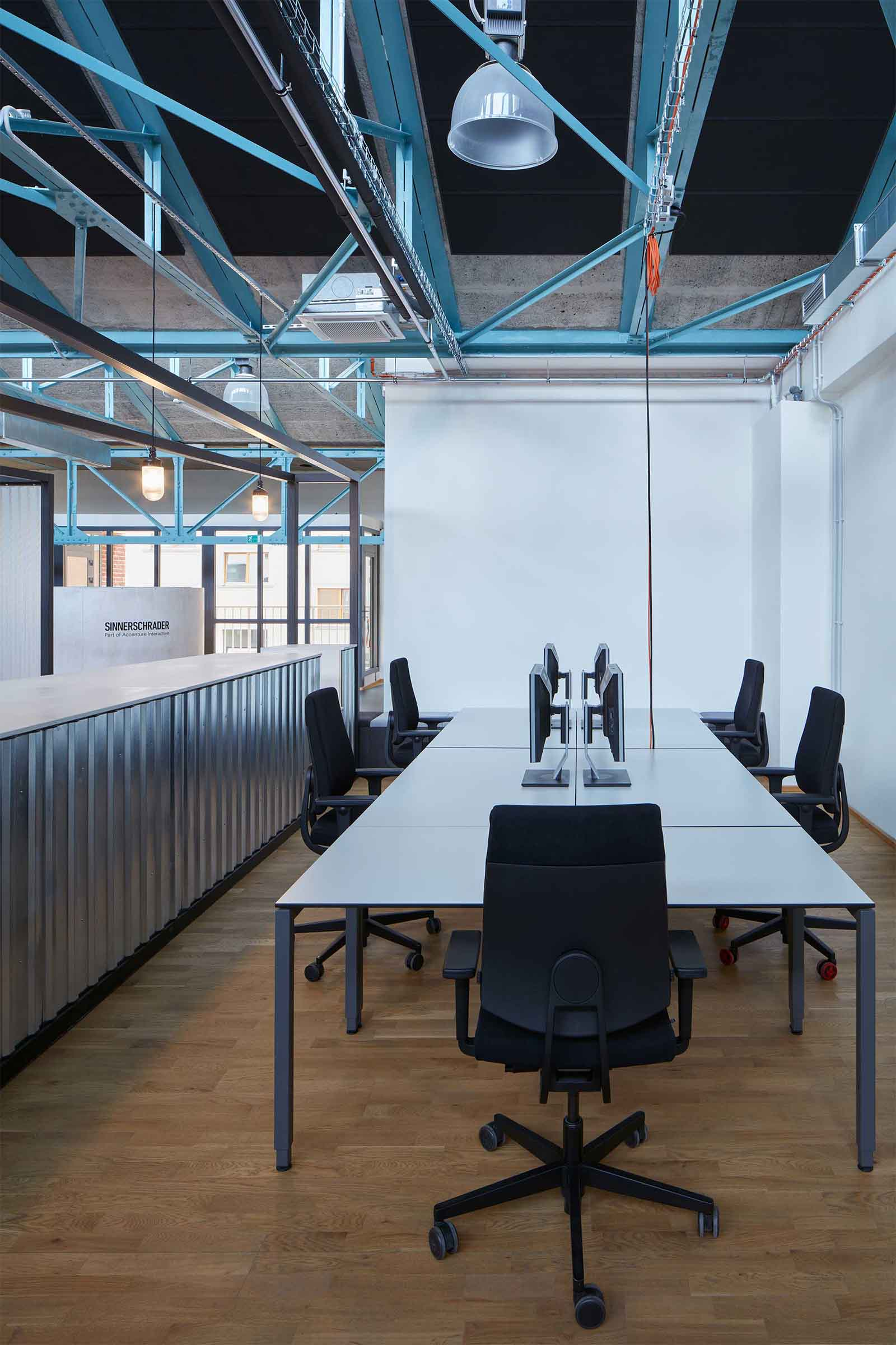 Kanceláře Sinnerschrader Praha - jedno z mnoha pracovních zákoutí kanceláře. Autor: Kurz architekti
