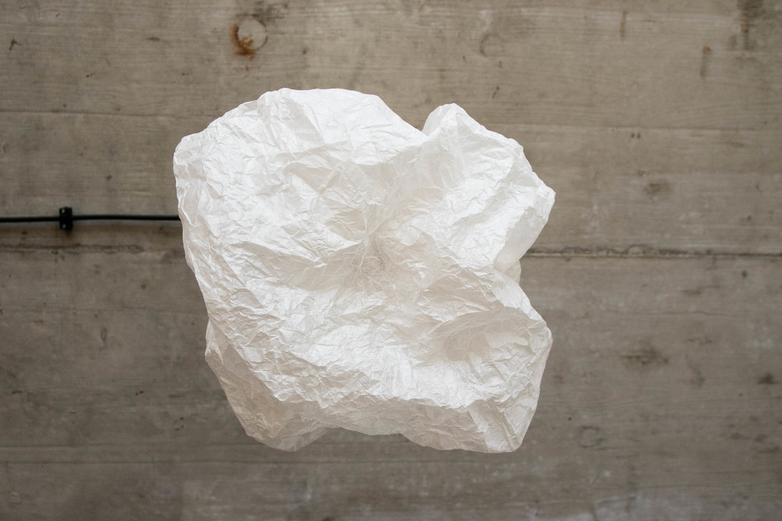 Studio Pilates Art v Klánovicích - světlo z japonského papíru washi. Aurtor: Kurz architekti