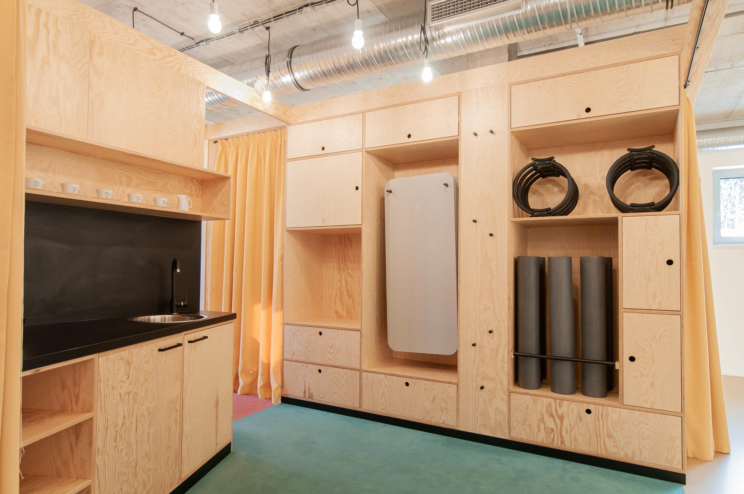 Studio Pilates Art v Klánovicích - kuchyně. Autor: Kurz architekti