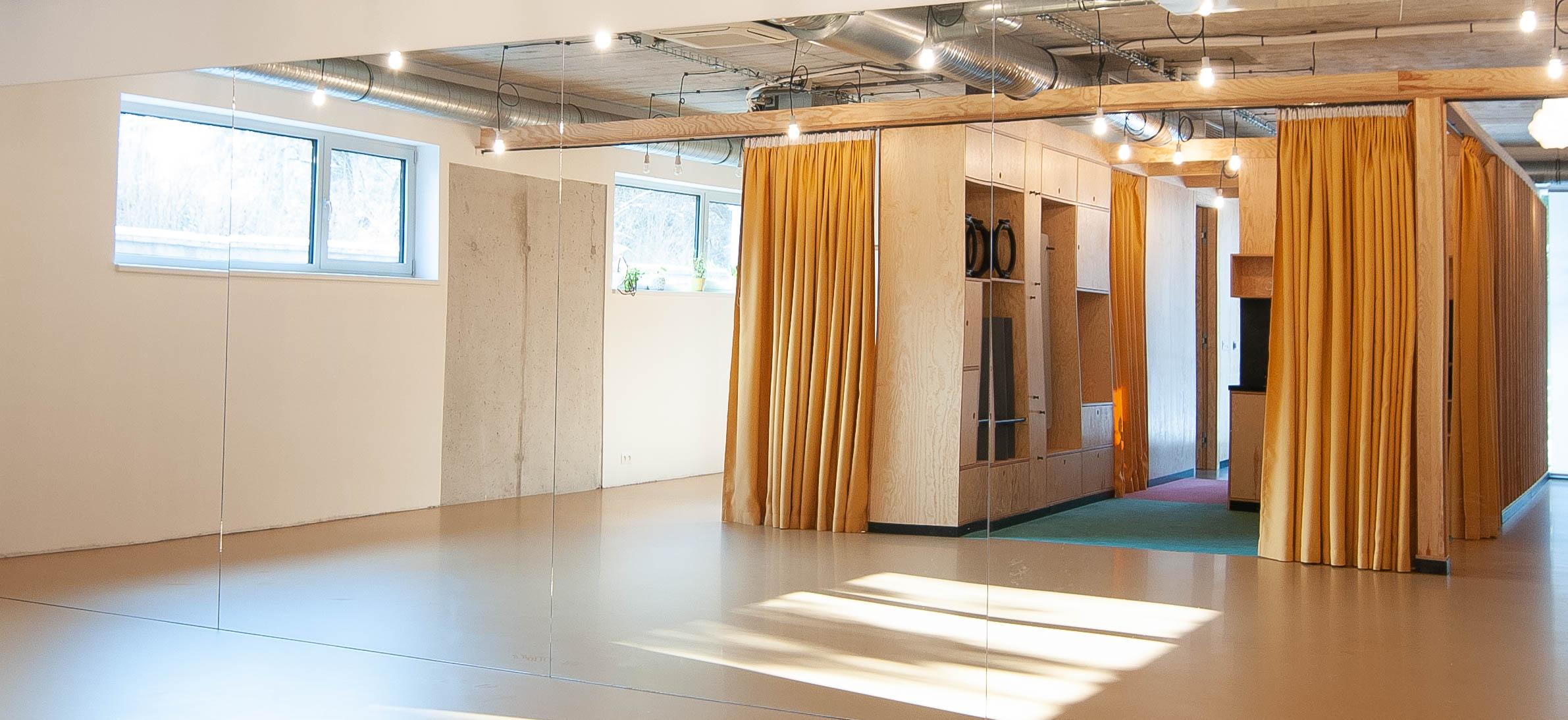 Studio Pilates Art v Klánovicích - interiér studia - prostor ke cvičení. Autor: Kurz architekti