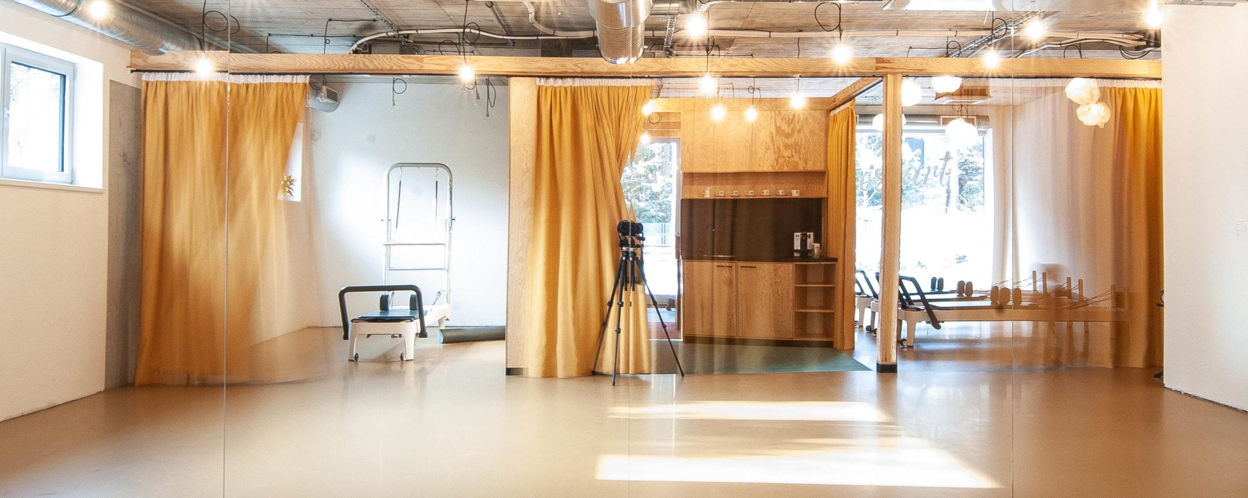 Studio Pilates Art v Klánovicích - jednotlivé zóny studia. Autor: Kurz architekti