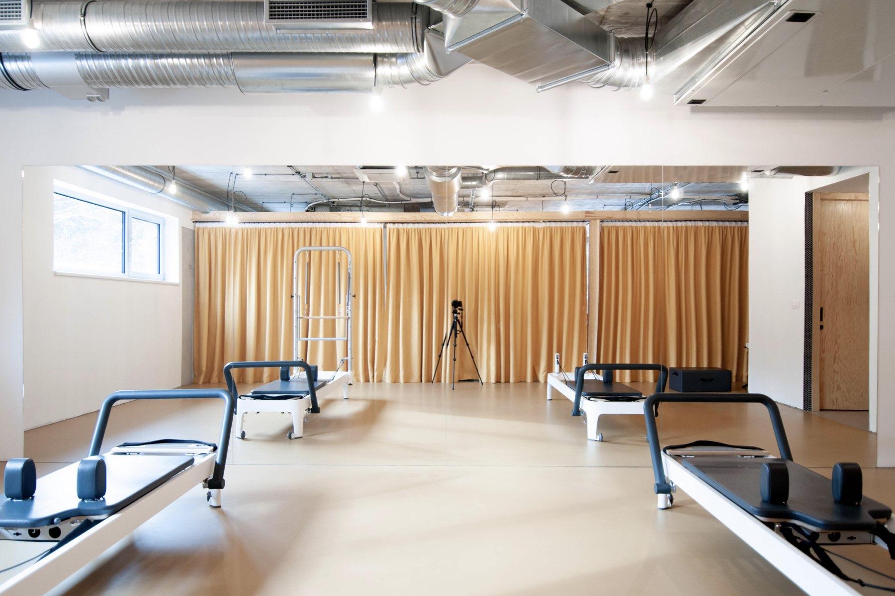 Studio Pilates Art v Klánovicích - prostor ke cvičení. Autor: Kurz architekti